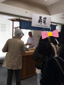 フジオ寿司を握る社長2